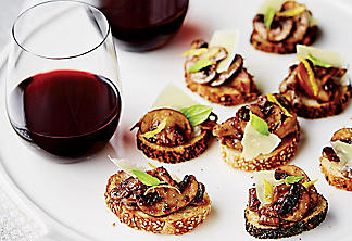 Oyster mushroom canapés with a red-wine coating