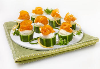Recipe smoked salmon and cucumber canap s for Canape saumon fume
