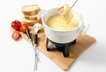 fiche recette fondue aux fromages du qu bec et vin blanc. Black Bedroom Furniture Sets. Home Design Ideas