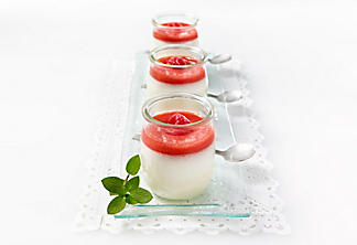 Pannacotta with raspberry coulis