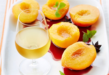 Recipe |Poached Peaches With Spiced Red-Wine Syrup | SAQ.com