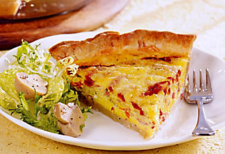 Quiche with sun-dried tomatoes and cheese