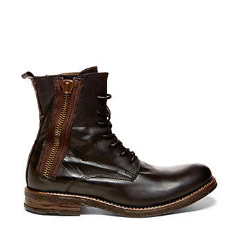 America's most successful shoe designer Steve Madden is considered to be the fashion footwear mogul of the 21st century, responsible for creating trendsetting shoes for over two decades. Shop for men and women's shoes and accessories; shop the Steve Madden lifestyle.