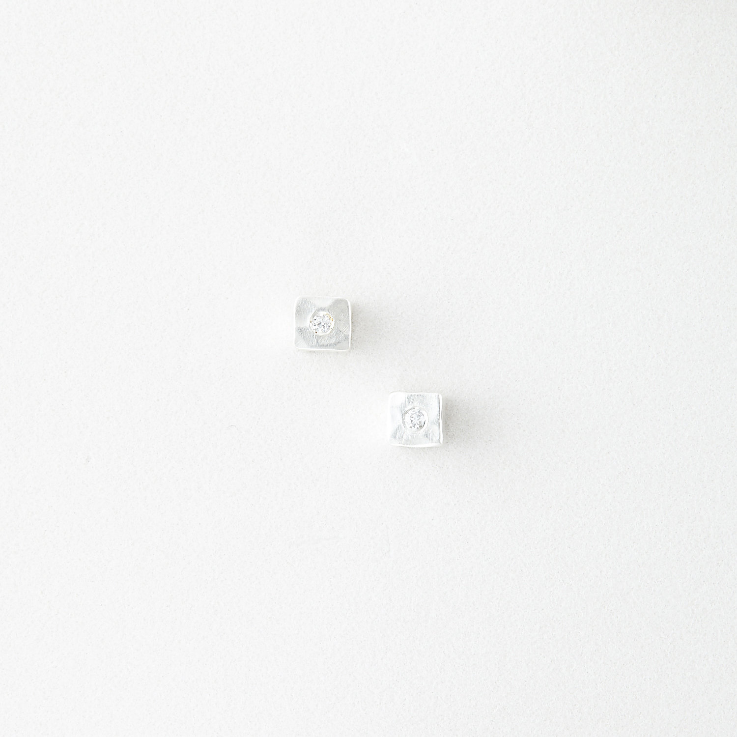 CAMILLE STUDS WITH DIAMOND