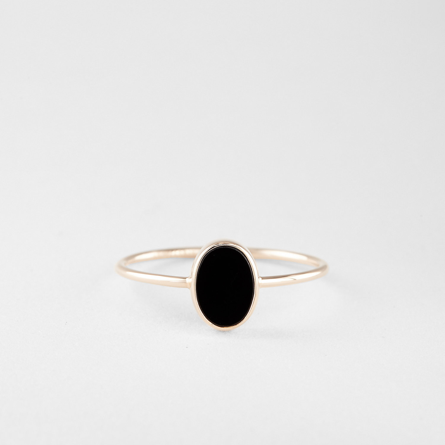 OVAL CABOCHON BLACK ONYX RING