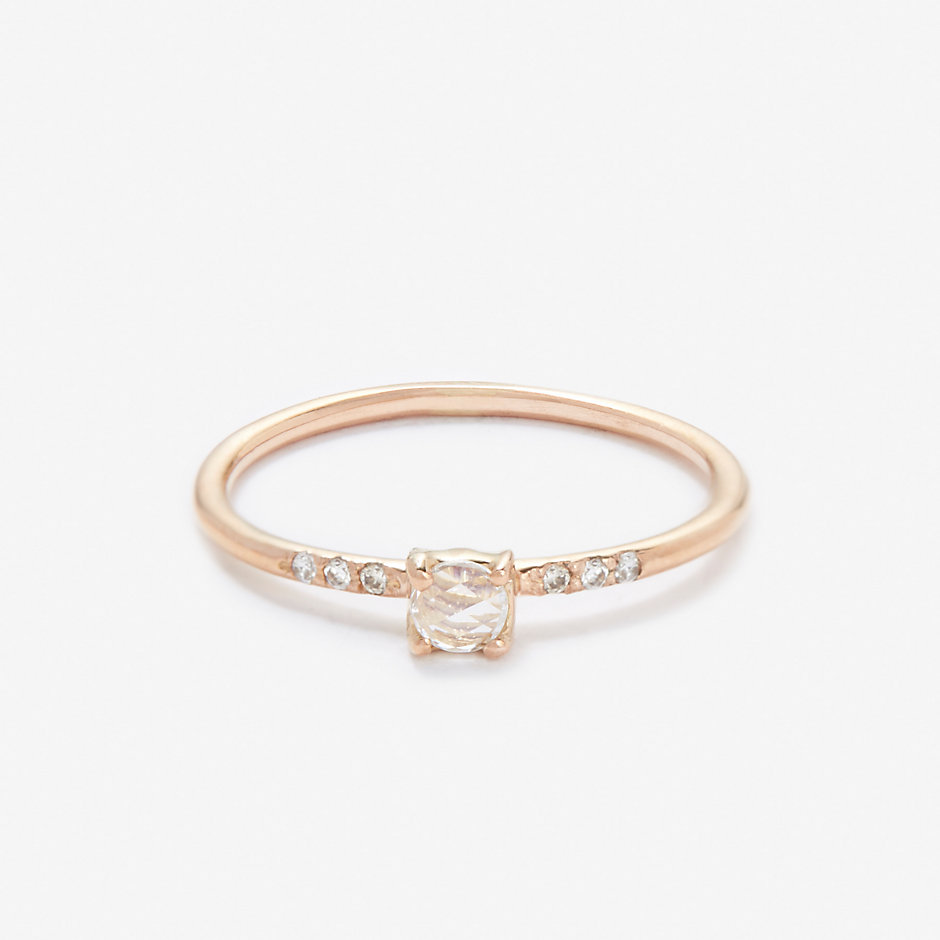 LITTLE PRONG SOLITAIRE RING