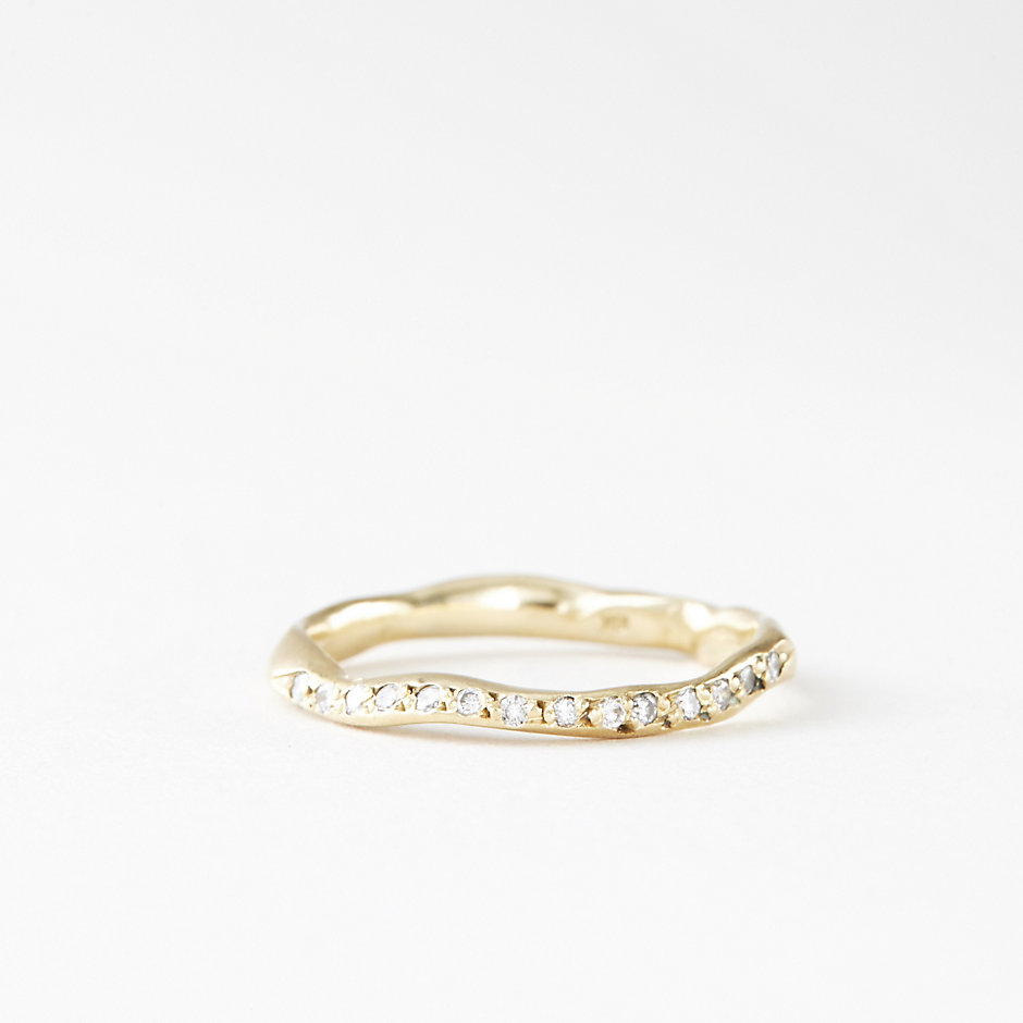 THICK WAVY BAND 14 DIAMONDS