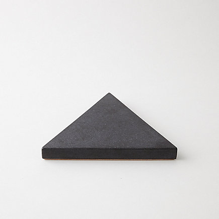 GRANITE TRIANGLE TRIVET