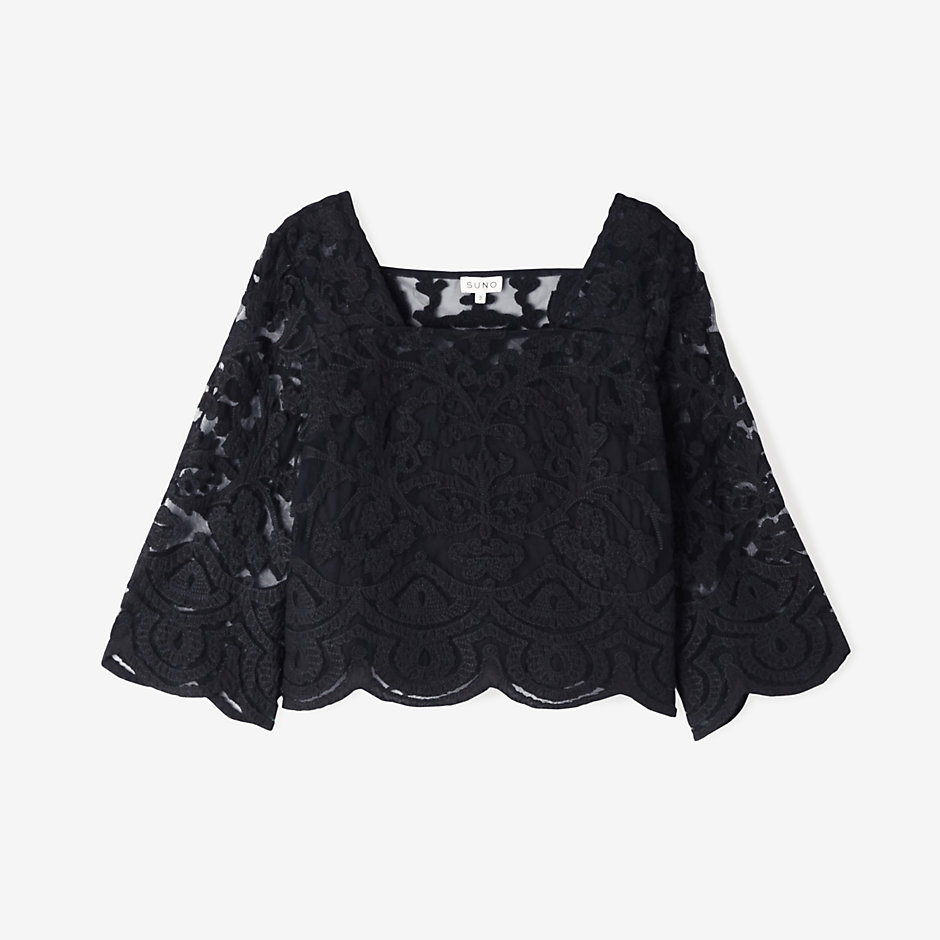 EMBROIDERED LACE APPLIQUÉ TOP