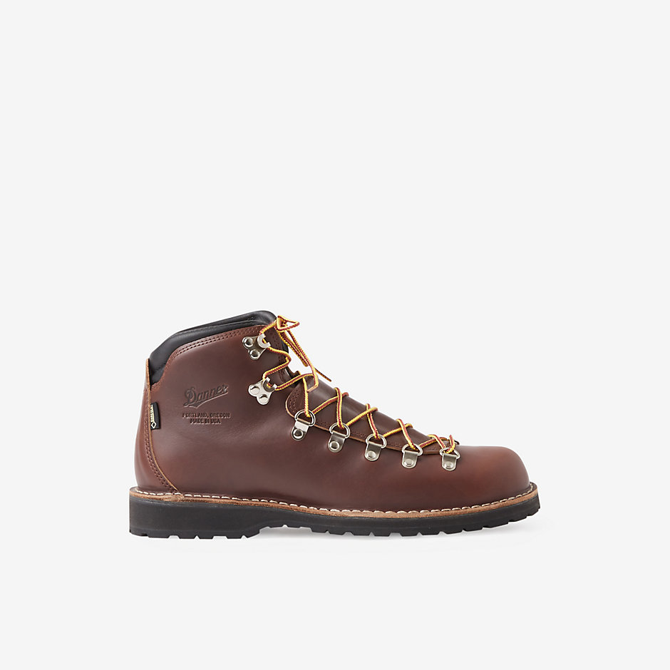 MOUNTAIN PASS BOOTS