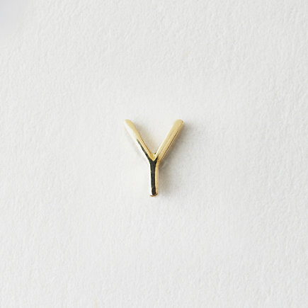 MINI LETTER STUD EARRING - Y