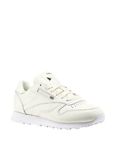 Reebok Womens Classic Running Leather Sneakers 90046139