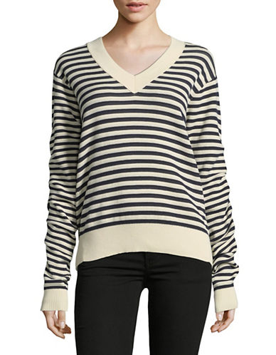 Mo&Co. Edition10 Striped V-Neck Sweater-BLUE-Medium