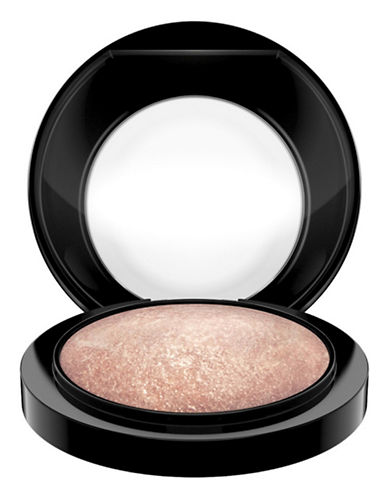 M.A.C Mineralize Skinfinish-SOFT AND GENTLE-One Size