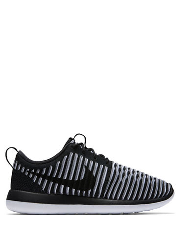 super popular 7d20c f1bbf Nike Women s Roshe Two Flyknit Casual Shoes, Black Grey