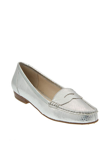 5d4fe72b968 UPC 888450914579. ZOOM. UPC 888450914579 has following Product Name  Variations  Women s Louise et Cie  Bitsy  Loafer ...