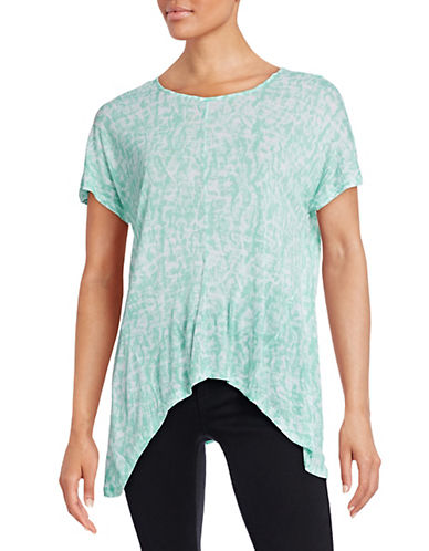 Kensie Fluid Print Sharkbite Tee-GREEN-Medium