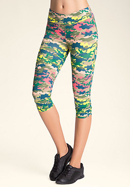 PRINT TULIP CAPRI PANTS at bebe