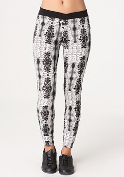 Print V Leggings at bebe