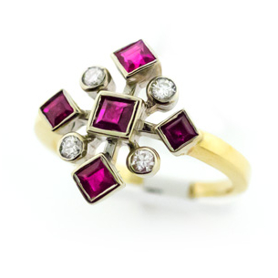Antique Estate Ring in 14 karat gold with Rubies