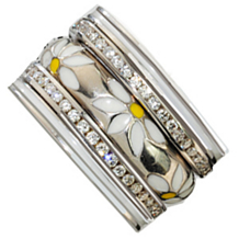 Lovely Daisy Ring in 18K Gold by Hidalgo
