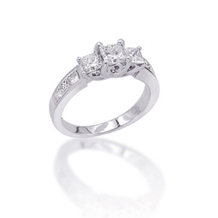 Gorgeous 2 Carat Princess Cut Diamond Engagment Ring