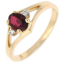 Exquisite Oval Garnet Ring with Diamonds