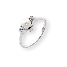 14k White Gold 5mm Pearl Diamond Ring