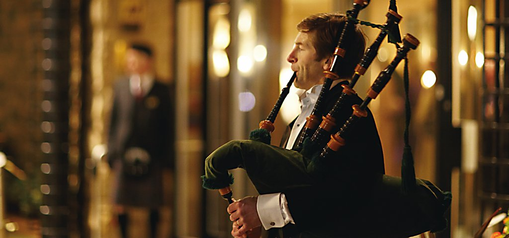 Bagpiper at Old Course Hotel