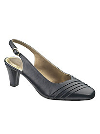 Soft Style by Hush Puppies® Pleats as Punch