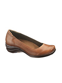 Alter Pump by Hush Puppies�