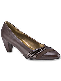 Danette pump by Soft Style� A Hush Puppies