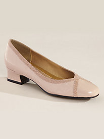 Lanie by Soft Style� a hush puppies� co.
