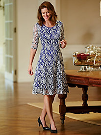 Lace Dress With Contrast Linning