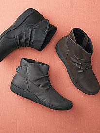 Women's Clarks Cloud Stepper Booties