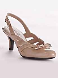 Augustine Pumps By Easy Street Comfort Wave�