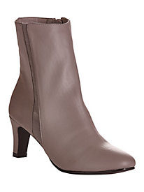 Eliana Style Classic Boots by Classique�