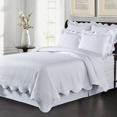 Delightful Lyon Matelassé Full/Queen Coverlet Set In White