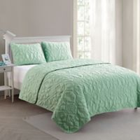 VCNY Home Shore Queen Quilt Set in Mint