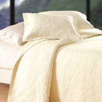 Matelassé Reversible Full/Queen Quilt in Cream