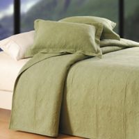 Matelassé Reversible Full/Queen Quilt in Sage