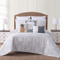 Oceanfront Resort Sun Washed Isle Full/Queen Quilt Set in White/Grey