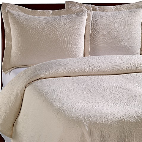 Vue™ Royal Medallion Matelasse King Coverlet in Ivory