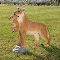 Design TOSCANO® Lioness with Cub Statue