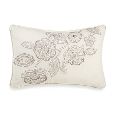 Bridge Street Sonoma Breakfast Throw Pillow In Ivory Bed