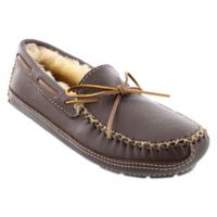 Minnetonka® Moose Size 12 Men's Slipper in Chocolate