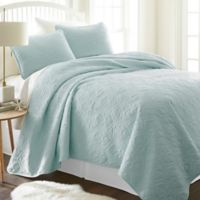 Damask Full/Queen Quilt Set in Pale Blue