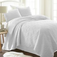 Damask Full/Queen Quilt Set in White
