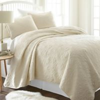 Damask Full/Queen Quilt Set in Ivory