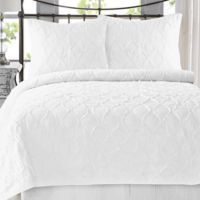Wavy S Ruffled King Quilt Set in Bright White